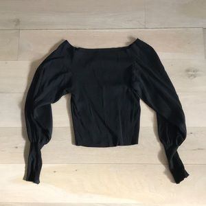 Long-sleeved black crop top, knit-like material